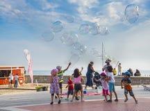 Demostración de las burbujas de jabón, Sitges Fotografía de archivo libre de regalías