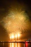 Demostración de los fuegos artificiales en una celebración Imágenes de archivo libres de regalías