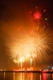 Demostración de los fuegos artificiales en una celebración Imagen de archivo
