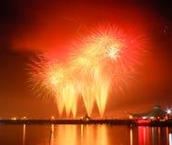 Demostración de los fuegos artificiales en una celebración Imagenes de archivo