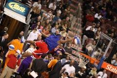 Demostración de medio tiempo acrobática de NBA fotografía de archivo libre de regalías