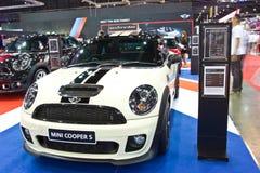 Demostración de MINI COOPER S en el segundo salo auto internacional de Bangkok imagen de archivo libre de regalías