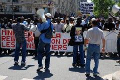 Demostración de trabajadores emigrantes en París Imágenes de archivo libres de regalías