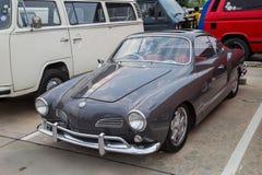 Demostración de Volkswagen Karmann Ghia en la reunión del club de VW imagen de archivo