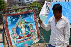 Demostración del artista que su pintura dañó después de desastre del terremoto Fotos de archivo