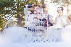 Demostración del camarero en el banquete de la boda Foto de archivo libre de regalías