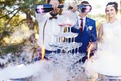 Demostración del camarero en el banquete de la boda Imagen de archivo libre de regalías