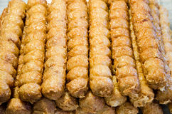 Demostración del estilo chino de la salchicha del cangrejo del Jor del Hoy en la comida de Bangkok justa Foto de archivo libre de regalías
