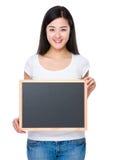 Demostración del estudiante con la pizarra Imágenes de archivo libres de regalías
