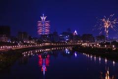 Demostración del fuego artificial de Taipei 101 Fotos de archivo