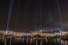 Demostración del fuego artificial y de la luz durante comentario internacional de la flota en Syd Imagenes de archivo