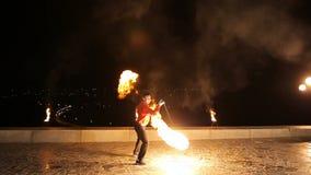 Demostración del fuego en la noche metrajes