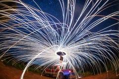 Demostración del fuego en la noche con la estrella, Chiang Mai foto de archivo