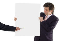 Demostración del hombre de negocios en la cartulina en blanco Imagen de archivo libre de regalías