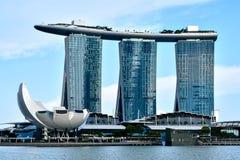 Demostración del laser de Singapur Marina Bay Sand y jardín por la bahía fotos de archivo