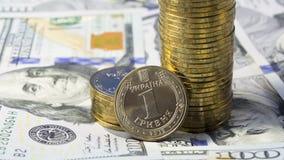 Demostración del levantamiento el tipo de cambio del grivna ucraniano de la moneda (hryvnia, UAH) para el dólar los E.E.U.U. (USD Fotos de archivo