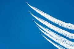 Demostración del vuelo de los ángeles azules que sube Imagen de archivo libre de regalías