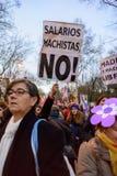 Demostración el día 2016 de las mujeres internacionales en Madrid, España imagen de archivo
