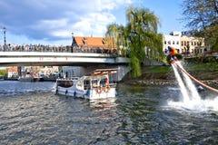 Demostración en el río de Brda - Bydgoszcz de Flyboard Fotos de archivo