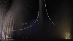Demostración hermosa de la fuente en Rusia en la ciudad de Sochi metrajes