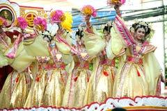 Demostración hermosa del ángel de la mujer en desfile en festival chino del Año Nuevo Imagenes de archivo