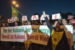 Demostración kurda en la solidaridad Kobane en Viena Imagenes de archivo