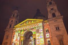 Demostración ligera de la Navidad en el edificio de la basílica de St Stephen en Budapest el 1 de enero de 2018 imagen de archivo