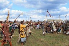 Demostración medieval Voinovo poste (el campo de la batalla de los guerreros) Foto de archivo libre de regalías