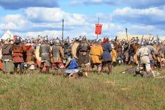 Demostración medieval Voinovo poste (el campo de la batalla de los guerreros) Fotografía de archivo libre de regalías