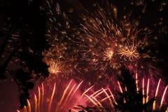 Demostración mega de los fuegos artificiales imagen de archivo