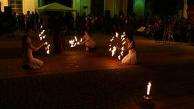 Demostración pública del fuego organizada en Timisoara, Rumania 7 almacen de metraje de vídeo