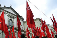 demostración para las banderas rojas y las banderas del Día del Trabajo Imagenes de archivo