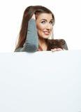 Demostración sonriente de la mujer en tablero en blanco grande Foto de archivo