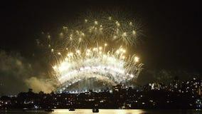Demostración Sydney Harbor Bridge de los fuegos artificiales almacen de metraje de vídeo