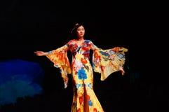 Demostración tradicional china del modelo de moda Fotografía de archivo