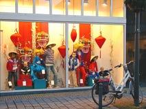 Demostración-ventana de la tienda de las mercancías para los niños en Gorinchem. Países Bajos Fotos de archivo libres de regalías