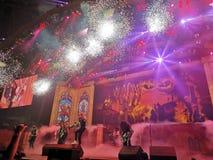 Demostración viva de los fuegos artificiales de Iron Maiden foto de archivo