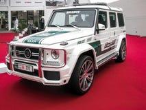 Demostraci?n de la polic?a de Dubai que encajona el nuevo coche polic?a de la clase AMG de Mercedes Benz G fotos de archivo