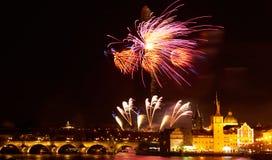 Demostraci?n del fuego artificial del A?o Nuevo 2019 sobre Praga foto de archivo