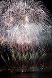 Demostración de los fuegos artificiales de la unión del lago Fotos de archivo