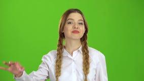 Demostraciones adolescentes una autorización y una sonrisa Pantalla verde metrajes