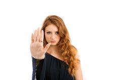 Demostraciones de la mujer joven que prohíben gesto de mano Foto de archivo libre de regalías