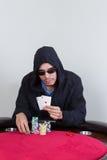Demostraciones del jugador de póker que ganan as del bolsillo Imágenes de archivo libres de regalías