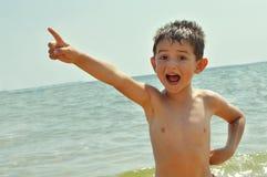 Demostraciones del niño con el finger Fotos de archivo