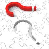Demostraciones del rompecabezas del signo de interrogación que hacen preguntas Foto de archivo libre de regalías