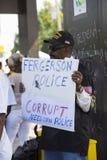 Demostrator με το σημάδι σε Ferguson Στοκ εικόνα με δικαίωμα ελεύθερης χρήσης