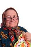 Den äldre kvinnan i exponeringsglas med servetten Royaltyfria Foton