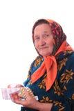 Den äldre kvinnan med mediciner i händer Royaltyfri Bild