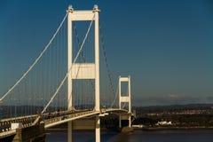 Den äldre Severn Crossing, upphängningbro som förbinder Wales wi Arkivfoton