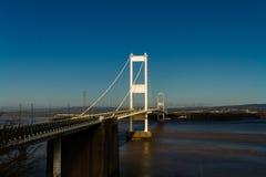 Den äldre Severn Crossing, upphängningbro som förbinder Wales wi Arkivbilder